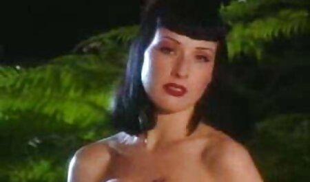 वेरुका जेम्स और सॉवरिन साइवर ओरल सेक्स वीडियो में सेक्सी पिक्चर मूवी काउच पर
